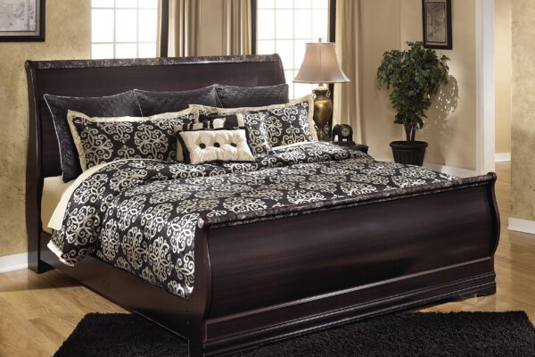 Beautiful Design of Queen Size Sleigh Bed