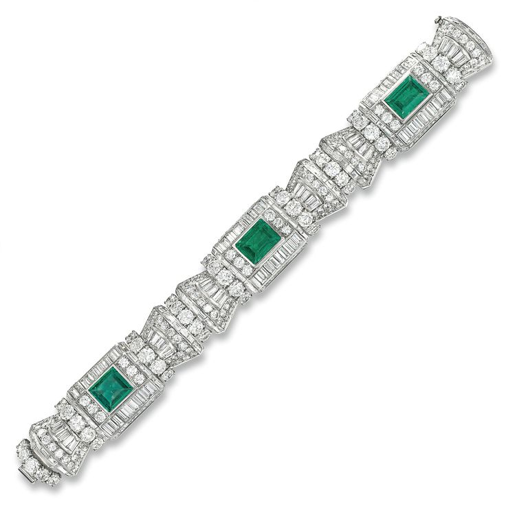 Emerald Bracelet, Functional and Stylish