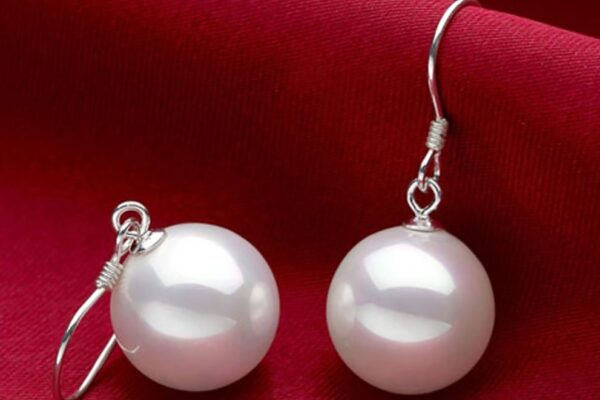 Pearl Earrings, Simple yet Stunning Accessories