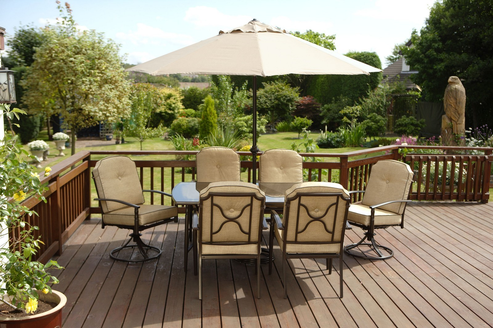 Patio Table and Chairs Decoration