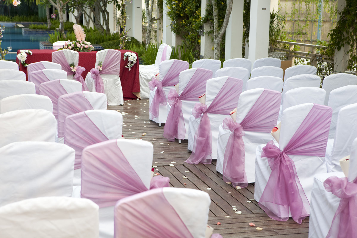 5 Ideas for Folding Chair Covers That Are Totally Pretty for Weddings